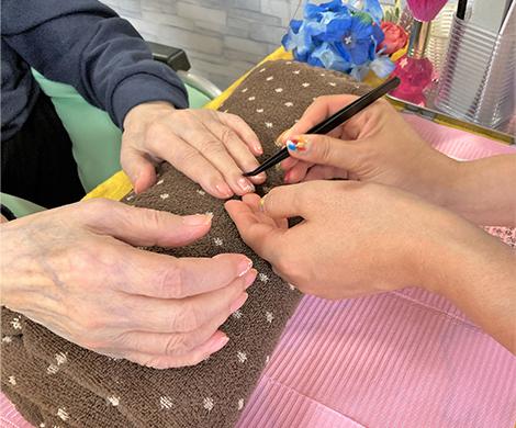 介護スタッフの詰所を各階フロアに設置